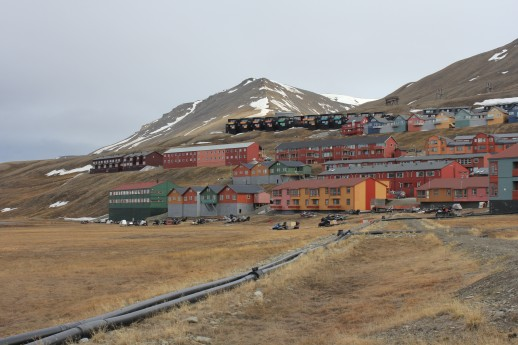 Svalbard_house_accommodation_last_brown