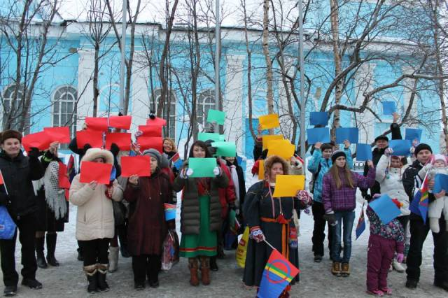 The living Sami flag of Murmansk. Photo by V. Sovkina.