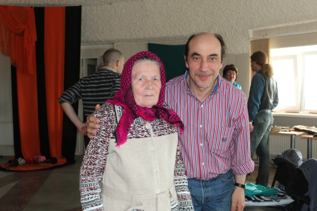 Nuccio together with Mariia Alekseevna Popova who originates from the siida Voron'e, which has been flooded due to a dam construction in 1967,